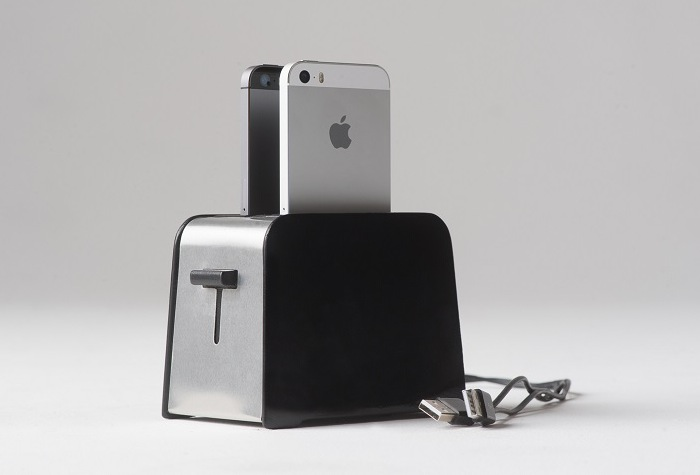 Foaster-Charging-Toaster-For-Your-iPhones