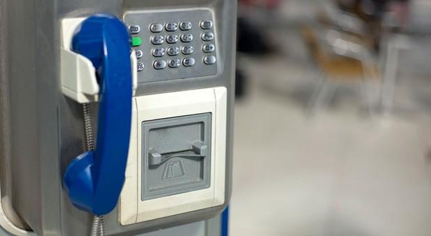 france-telecom-phone-booth-alexandre-viallle-flickr