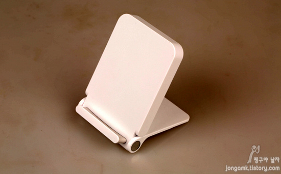 Wireless-charger-for-the-LG-G3-is-unique