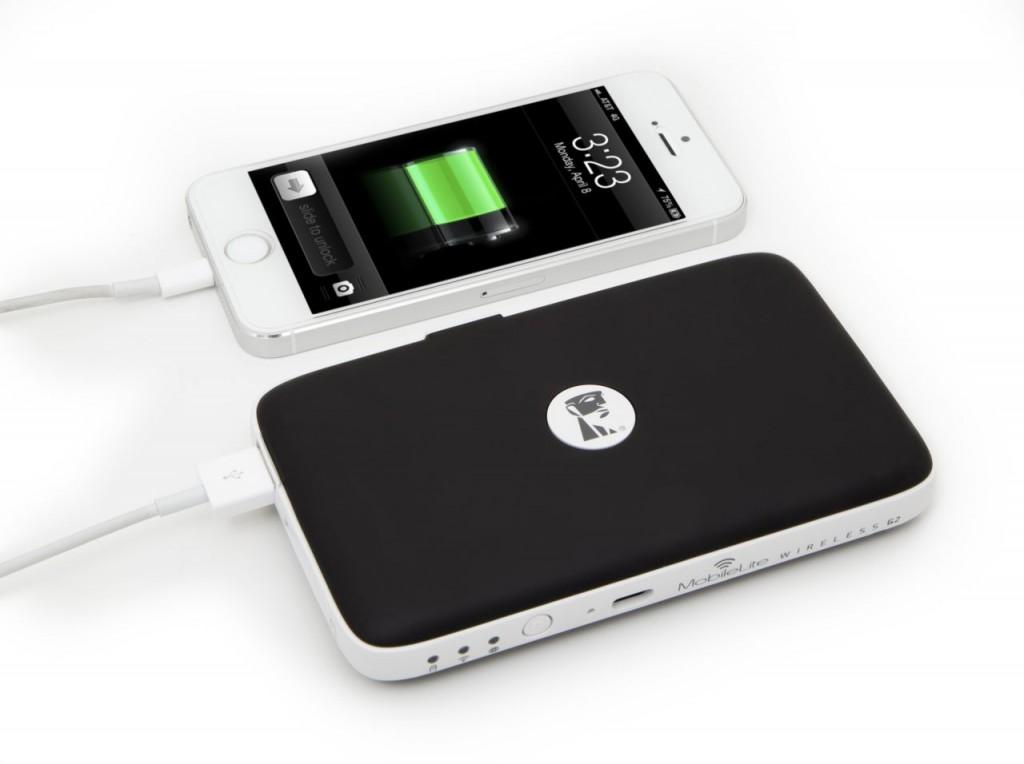 MobileLite_Wireless_G2_usage_image_MLWG2_iphone_charging_22_05_2014_19_29