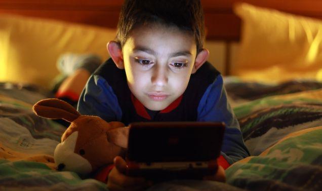 criança-jogando-videogame