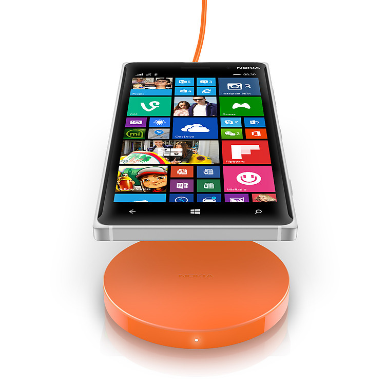 nokia-wireless-charging-plate-dt-601-with-lumia-920-jpg-1