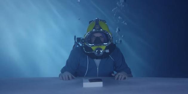 xperia-z3-desempaquetado-bajo-agua