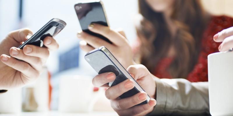 smartphones-em-uso