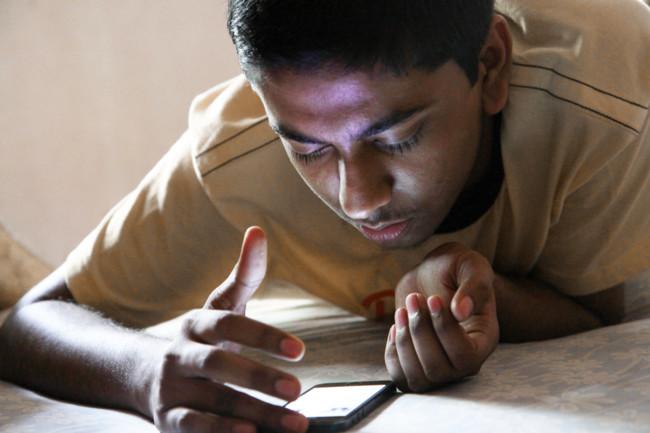 jovem-usando-smartphone