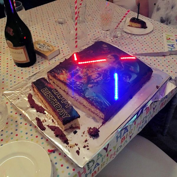 lightsaber-birthday-cake-4