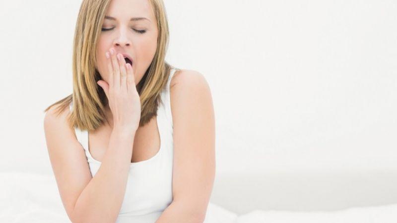 mulher-bocejando