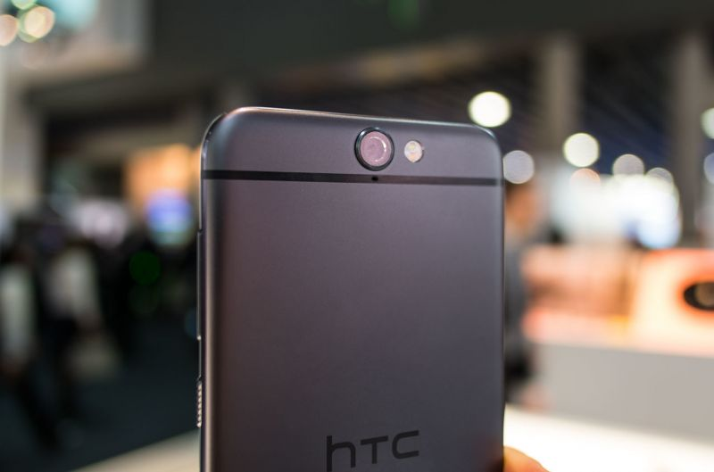 htc-back-smartphone