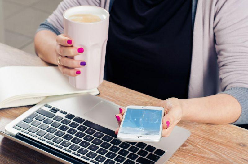 mulher-usando-smartphone