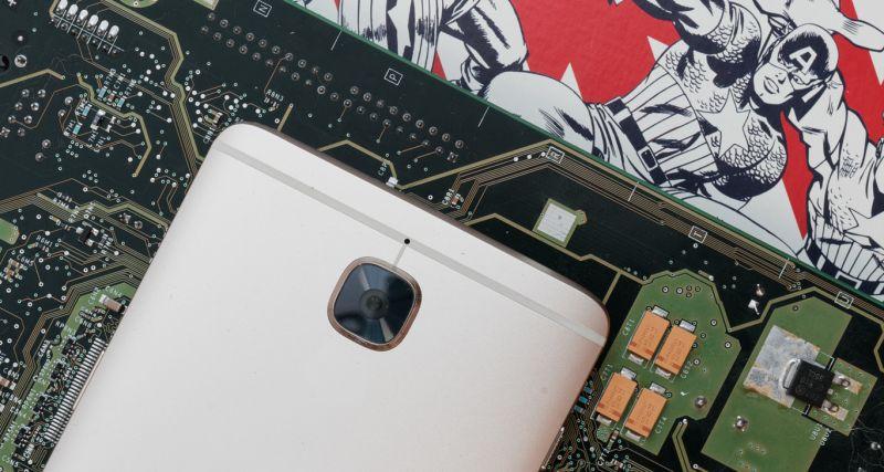 smartphone back teaser lixo eletrônico.