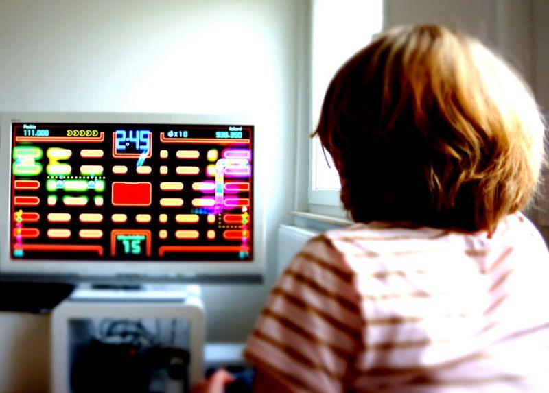 crianca-no-videogame