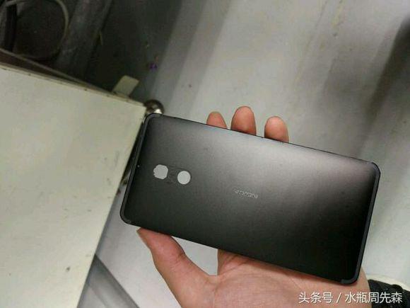 nokia-smartphone-metal-02